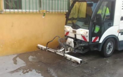 Limpieza continúa los trabajos de desinfección por la barriada de San Bernardo