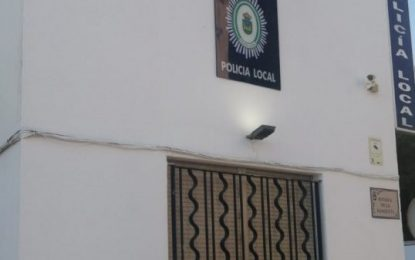 Dos nuevos policías locales toman posesión de sus plazas como funcionarios municipales