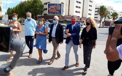 Helenio Lucas Fernández acompaña al consejero de Presidencia de la Junta durante su visita a la Oficina Brexit