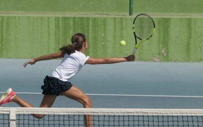 Open de tenis del circuito andaluz de distintas categorías en el Linense Tenis Club
