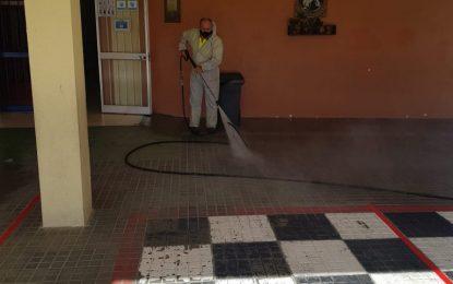 Limpieza prosigue con los trabajos de desinfección de centros educativos