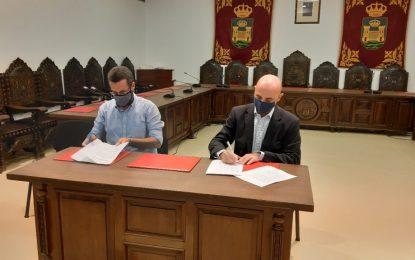 Ayuntamiento y Fundación Cepsa firman un convenio para la puesta en marcha de actividades de educación medioambiental y deportivas