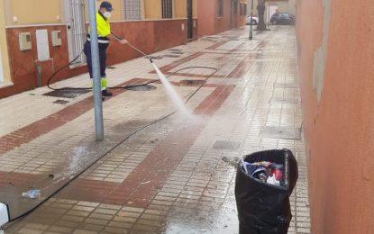 Los trabajos de desinfección de la delegación de Limpieza se han centrado en colegios y  distintas plazas y calles de la ciudad