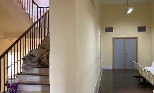 Mantenimiento Urbano acomete trabajos de adecentamiento en el edificio del antiguo hospital municipal