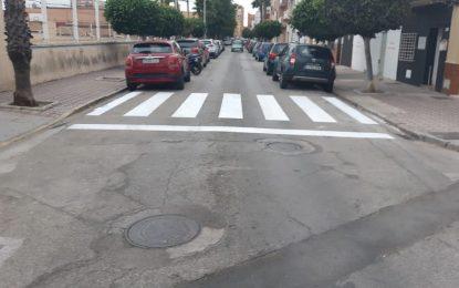 El Ayuntamiento habilita pasos de peatones en los nuevos accesos a los centros educativos