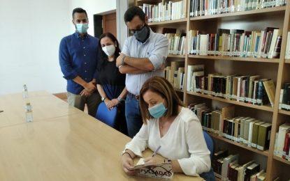 """La periodista María Jesús Corrales presentó el libro """"Las Expulsadas"""" sobre la situación de las mujeres con motivo del cierre de la frontera"""
