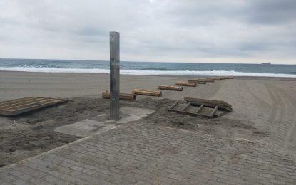 Playas recoge los elementos  del litoral de Levante para favorecer el arenado tras la finalización de la temporada de baños
