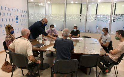 El Ayuntamiento explica a Los locos del parque el proyecto de pista de atletismo en la zona del helipuerto