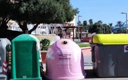 Instalado un contenedor rosa en la Plaza de la Constitución con motivo del Día Mundial Contra el Cáncer de Mama