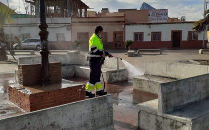 Ejecutados trabajos de desinfección en paradas de taxis y autobuses y centro de salud de Poniente