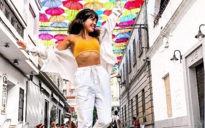 """Marcela Nadín,  ganadora del concurso de fotografías """"Selfie en calle Cadalso, calle de los paraguas"""""""