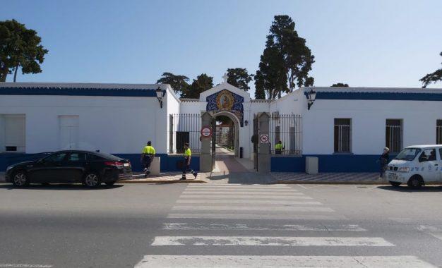 El Ayuntamiento refuerza el servicio de autobús y amplía el horario de apertura del cementerio ante la conmemoración de Todos los Santos y Fieles Difuntos