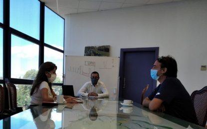 El alcalde destaca la aportación como elemento dinamizador del turismo y la economía local de la empresa de las casas flotantes en Alcaidesa Marina