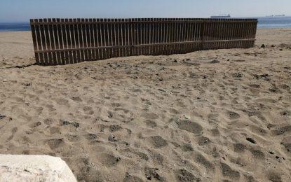 Instaladas pantallas de madera en las playas del litoral de levante para regenerar el sistema dunar