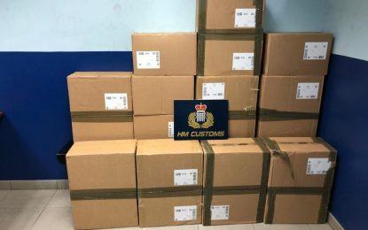 El Servicio de Aduanas informa de tres incidentes que se saldan con la detención de un ciudadano local por posesión de drogas y la incautación de 1.250 cartones de cigarrillos