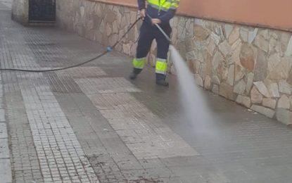 Limpieza acomete trabajos de desinfección y baldeo nocturno por distintas zonas de la ciudad