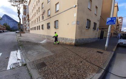 Los trabajos de desinfección y limpieza se han realizado en las inmediaciones de las avenidas de España y del Ejército y la zona centro