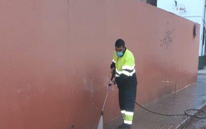 Los trabajos de desinfección y baldeo se han desarrollado en las inmediaciones del Ayuntamiento y la zona centro
