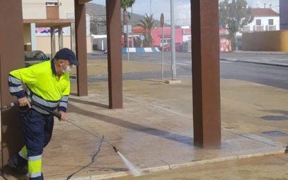Los trabajos de desinfección se han realizado hoy por zonas del centro y las barriadas