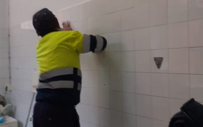 Mantenimiento Urbano realiza trabajos de mejoras y adecentamiento en calles y centros educativos de la ciudad