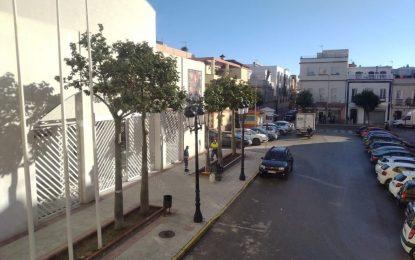 Mantenimiento Urbano realiza trabajos de adecentamiento de parterres en la zona centro de la ciudad