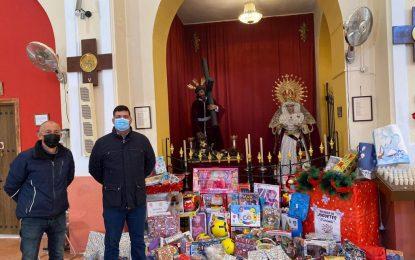Salmalandia y la Hermandad de San Pedro donan juguetes a varios colectivos