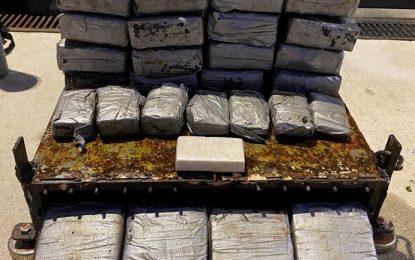 La Policía Real de Gibraltar intercepta una carga de cocaína pegada al exterior de un granelero