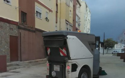 Los trabajos de desinfección se han desarrollado hoy por la barriada de Los Junquillos y sus inmediaciones