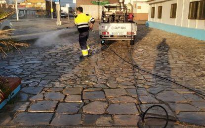 Los trabajos de desinfección de Limpieza se han desarrollado en las inmediaciones del centro de Salud de Levante y el colegio Atunara