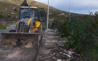 Limpieza retira tres toneladas y media de basuras  del vertedero incontrolado del Camino de la Ermita
