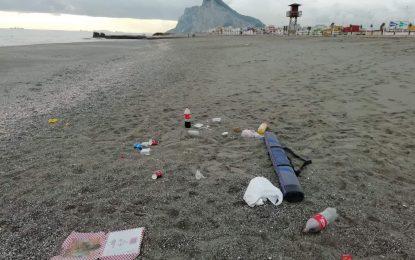 Verdemar Ecologistas en Acción vuelve a denunciar la actitud del mismo grupo de pescadores en la playa de Levante de La Línea