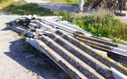 Verdemar-Ecologistas en Acción denuncia la existencia de un vertido de placas de uralita, que contienen amianto, una sustancia tóxica, en una zona abandonada de la barriada de San Bernardo