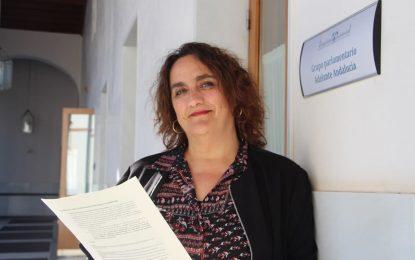 """Aguilera ha solicitado a la Consejera de Fomento soluciones para los vecinos de """"La Piñera"""" y para las familias de La Línea afectadas por una orden de desahucio"""