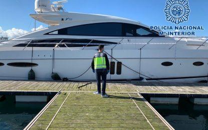 La Policía Nacional recupera en La Línea de la Concepción un yate de lujo robado en Francia
