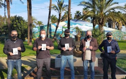 Verdemar Ecologistas en Acción y la Agencia de Seguros Prieto y Uceda entregaron el libro Al Candil a Los Locos del Parque
