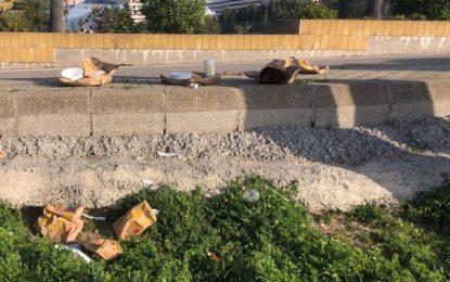 Verdemar-Ecologistas en Acción lamenta la aparición de restos de comida rápida cerca de la playa de Los Manolos en La Línea