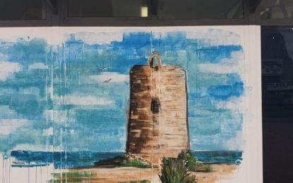 La Oficina Municipal de Turismo ofrece una imagen distinta con la incorporación de pinturas sobre enclaves turísticos de la ciudad