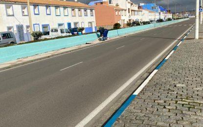 Mantenimiento Urbano acomete trabajos de pintura en centros educativos y la barriada de San Bernardo