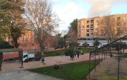Parques y Jardines realiza  trabajos de mantenimiento de zonas verdes en el Paseo de La Velada