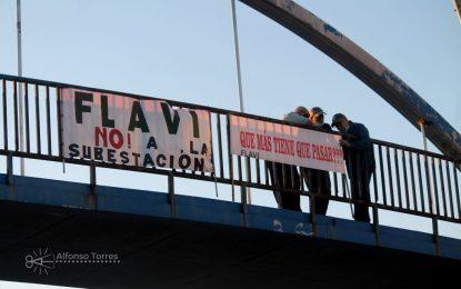 Flavi puso ayer varias pancartas en contra de la subestacion eléctrica y denunciando la situación de La Línea