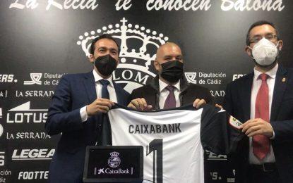 El alcalde destaca la dimensión social del convenio de colaboración entre la Real Balompédica Linense y Caixabank