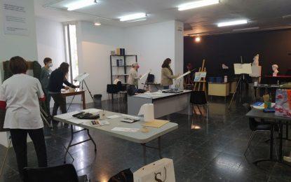 El Taller de Dibujo y Pintura ha iniciado hoy las clases presenciales en la Casa de la Cultura