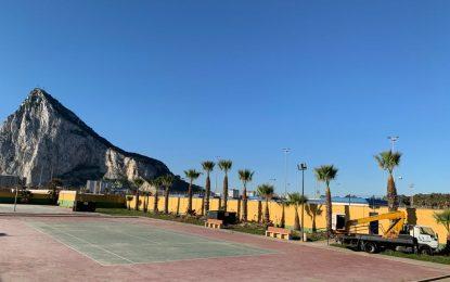 Parques y Jardines  realiza tareas de mantenimiento en dependencias de la delegación de Deportes