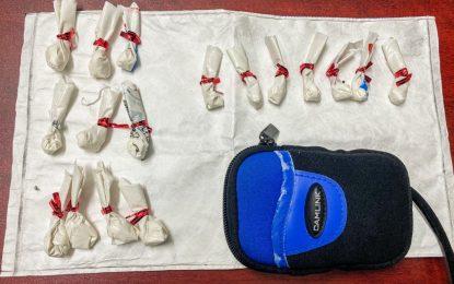 Efectivos del Escuadrón Antidroga de la Policía Real de Gibraltar detienen a un ciudadano español por varios delitos relacionados con el tráfico de cocaína