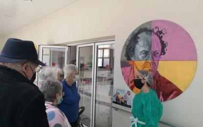 """La Galería Manolo Alés presenta la exposición """"Aquí pintamos todos/as"""" en el Centro de Atención Integral al Mayor """"María Luisa Escribano"""" que la alberga de forma permanente"""