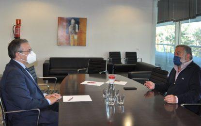 Fenoy y Cremades intercambian impresiones acerca de la situación del tejido empresarial comarcal