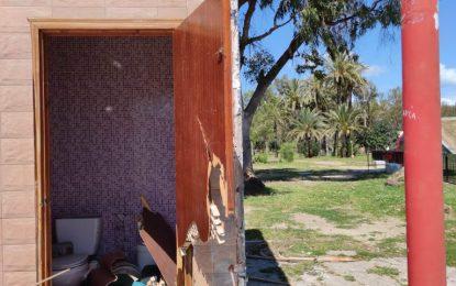 Izquierda Unida y Podemos La Línea, exigen la eliminación inmediata de los restos del bar Las Tablas frente a la frontera, así como el acondicionamiento urgente del solar resultante