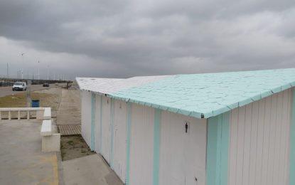 Mantenimiento Urbano adecenta los módulos de salvamento y socorrismo y los maceteros en playas que este año lucirán colores más claros