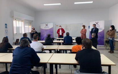 Quince personas inician un curso de formación en técnicas de aplicación de pinturas organizado por la Coordinadora Alternativas en colaboración con el Ayuntamiento