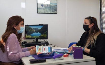 La concejal de Turismo inicia una vía de colaboración con la empresa Náutica Estrecho para promocionar las posibilidades marítimas de La Línea